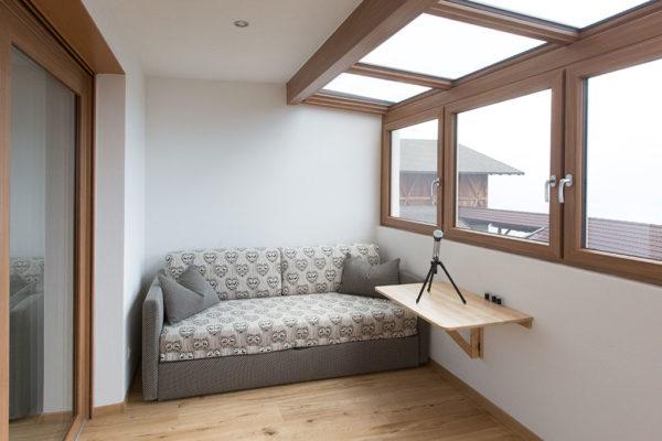 Wintergarten mit ausziehbarem Doppelbettsofa