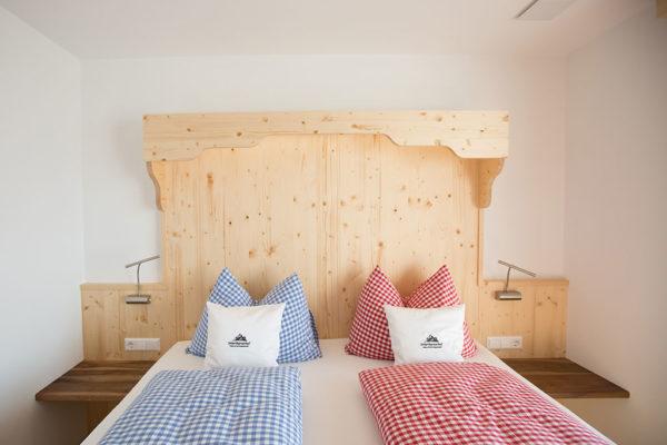 Für einen gesunden Schlaf – Zimmer mit Massivholzmöbel