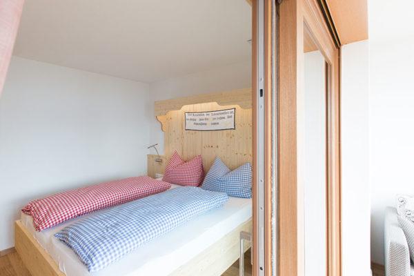 Liebevoll eingerichtetes Doppelzimmer mit Wintergarten